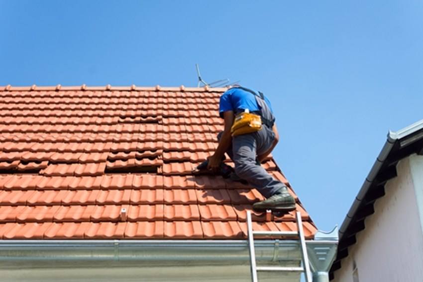 A-tile-roof-is-heavy-but-incredibly-durable_1137_40016677_0_14104427_500