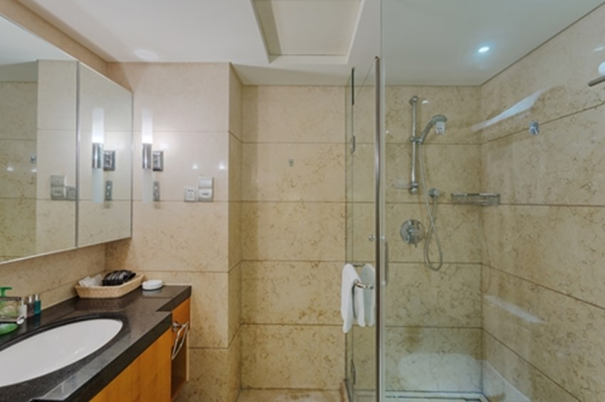 When-remodeling-a-bathroom-dont-forget-to-update-the-lighting-fixtures-_1137_40008119_0_14105517_500
