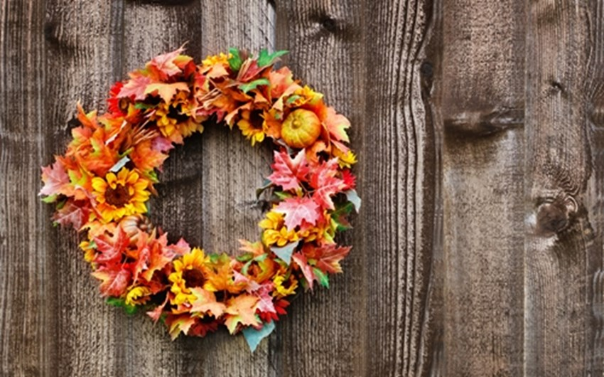 You-can-enhance-your-autumn-curb-appeal-by-hanging-a-fall-wreath-on-your-front-door-_1137_670084_0_14108188_500