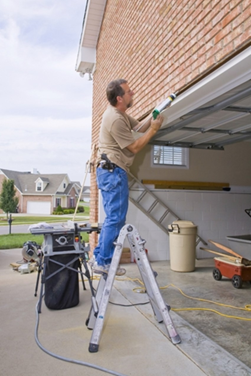 Taking-some-time-to-perform-maintenance-around-your-home-prior-to-listing-can-help-attract-buyers-_1137_603386_0_14101722_500