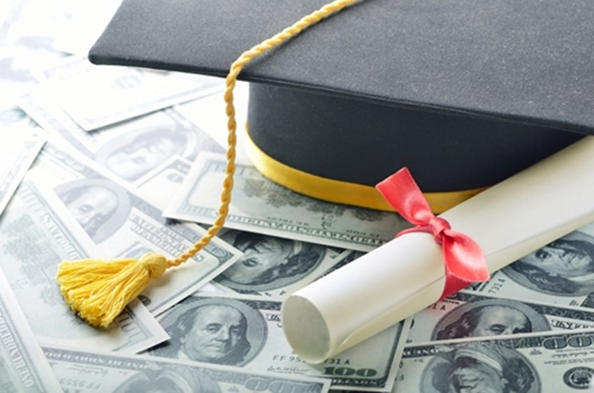 Its-possible-to-have-student-debt-and-buy-a-house_1137_40104593_0_14094143_500