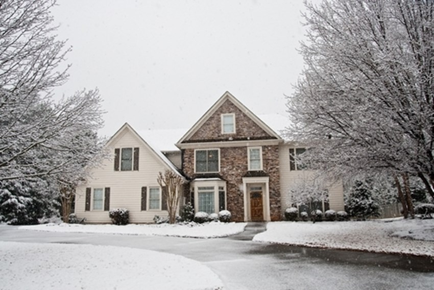 Winter-weather-could-create-problems-for-a-roof_1137_496423_0_7076668_500